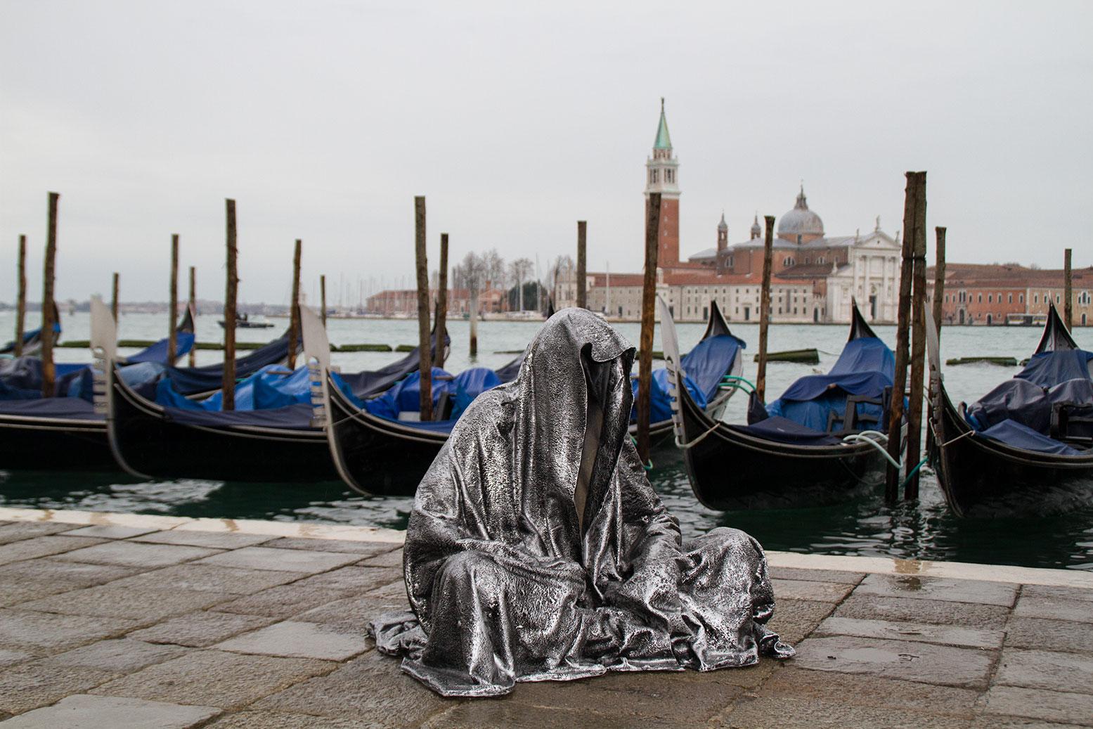 Biennale 2015 hotel cris for Artisti biennale venezia
